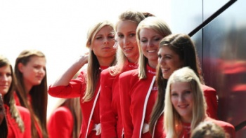 Formula1 - 9 Great Britain Pit babes.jpg
